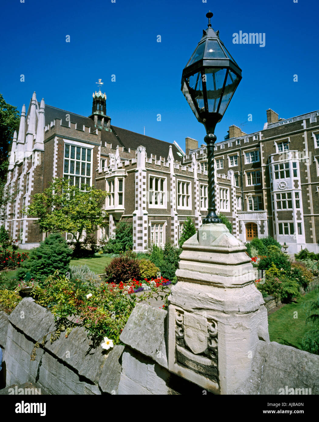Middle Temple gardens in Inns of Court City of London EC4 England National historic landmark building HXXZsmng - Stock Image