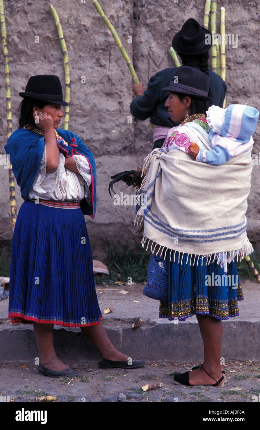 Otavaleñas at market Otavalo is one of Ecuador s most popular tourist destinations not least for its market Stock Photo