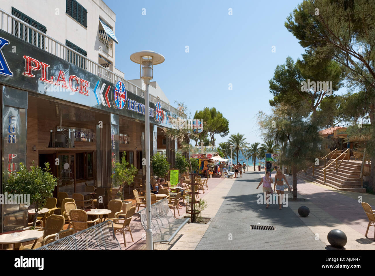 Bars and Cafes on the path down to the beach, Magaluf, Bay of Palma, Mallorca, Balearic Islands, Spain - Stock Image