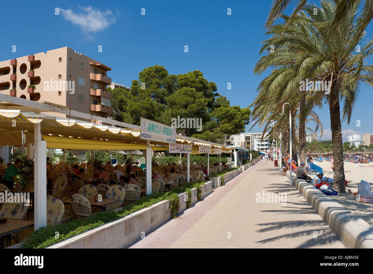 Beachfront Restaurant, Magaluf, Bay of Palma, Mallorca, Balearic Islands, Spain - Stock Image