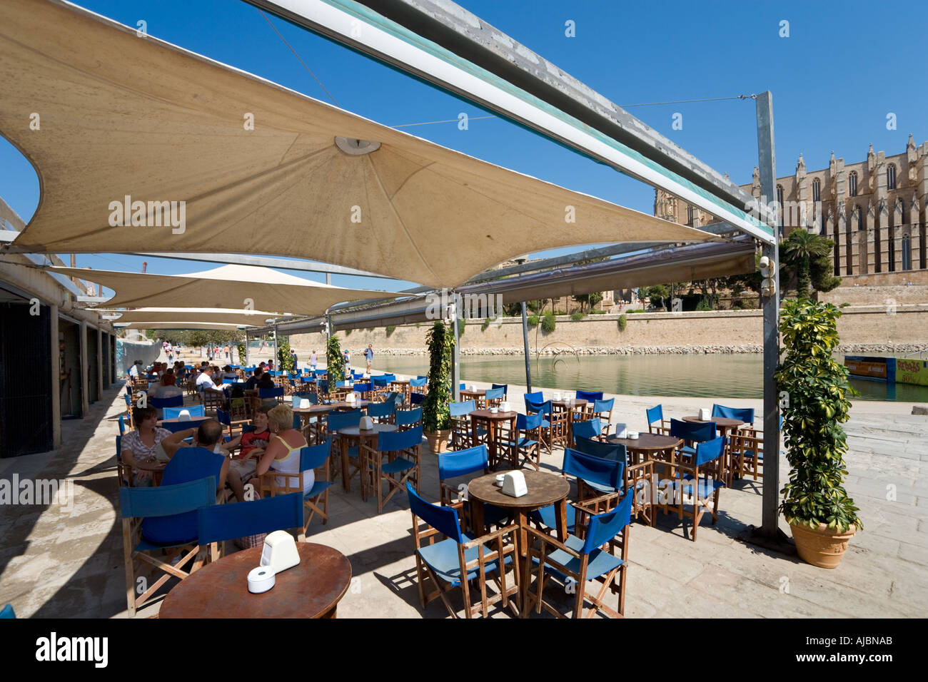 Restaurant opposite the Cathedral on the Parc de la Mar, Historic City Centre, Palma, Mallorca, Spain - Stock Image