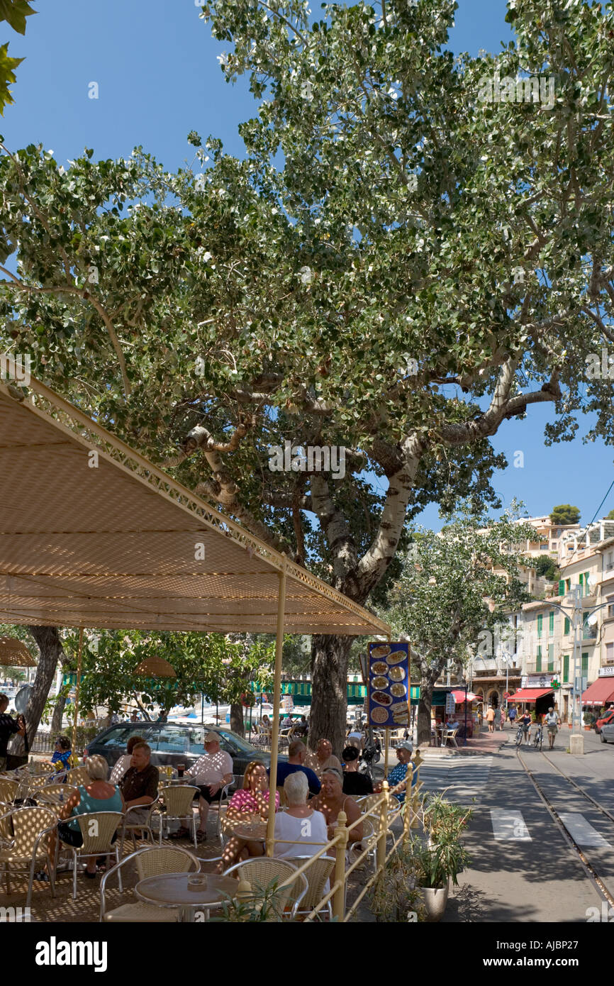 Sidewalk cafe on the seafront, Port de Soller (Puerto Soller), West Coast, Mallorca, Spain - Stock Image
