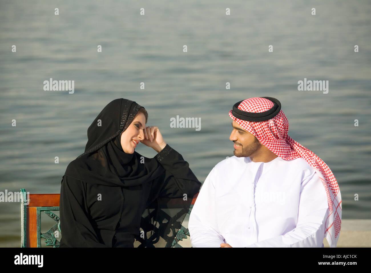молодая жена с арабами служил одной