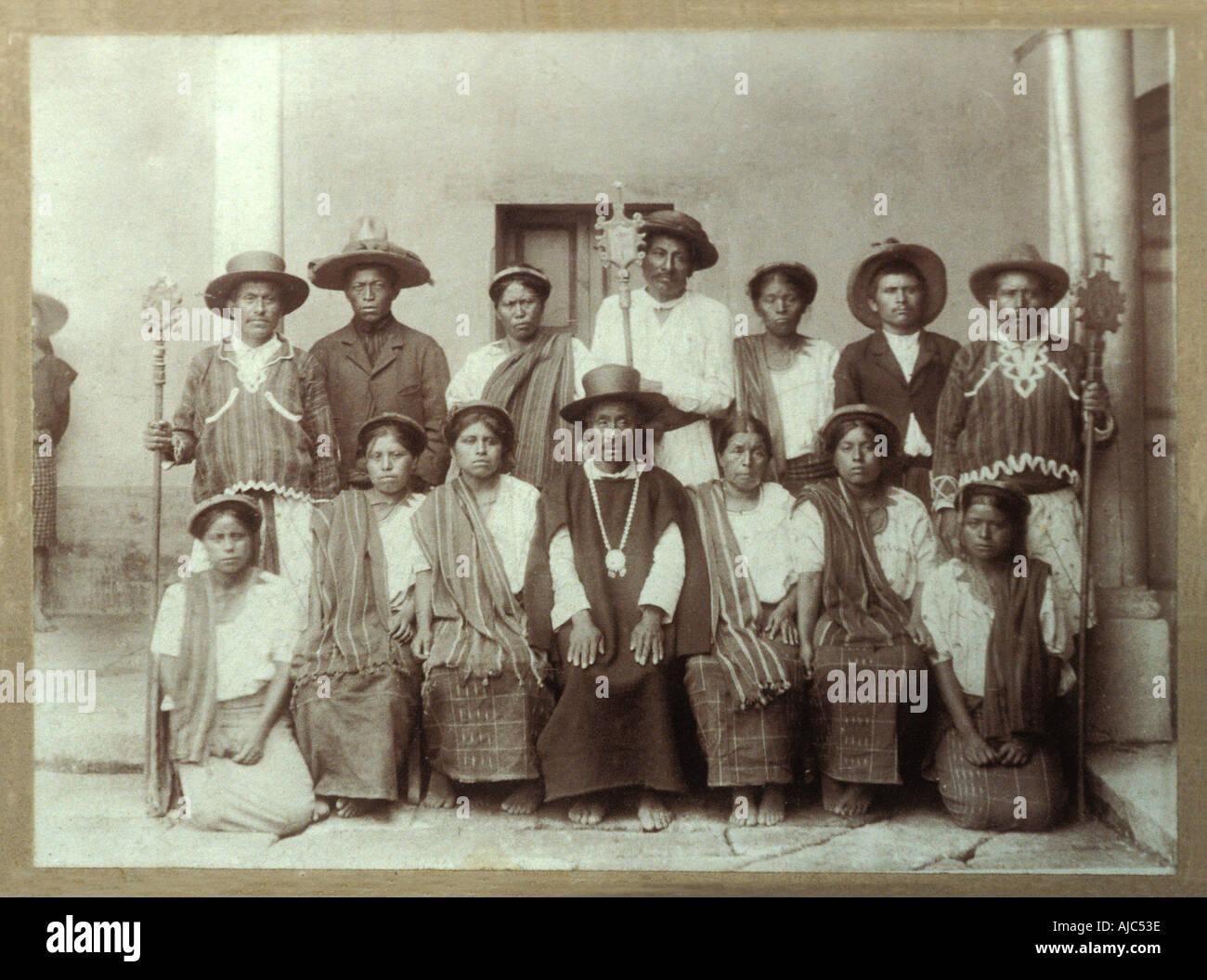 Vintage photo c1910 1915 depicting a group of Tzutujil Maya in traditional costume Santiago Atitlan Guatemala - Stock Image