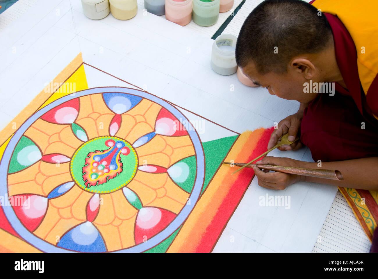 Tibetan monk working on sand mandala - Stock Image