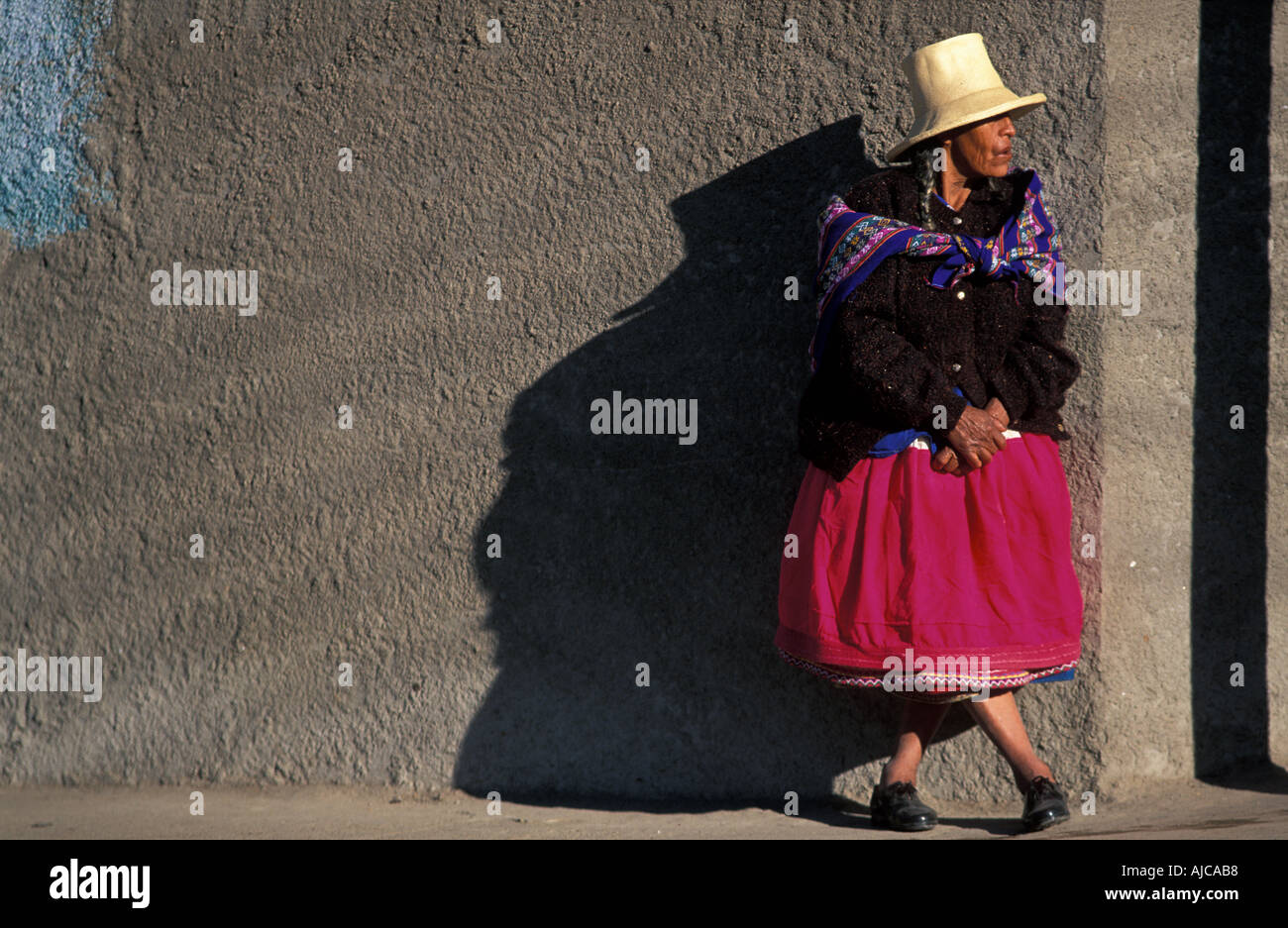 Brightly dressed Quechua woman from Caraz at the local morning market Calleyon de Huaylas Northern Peru Stock Photo