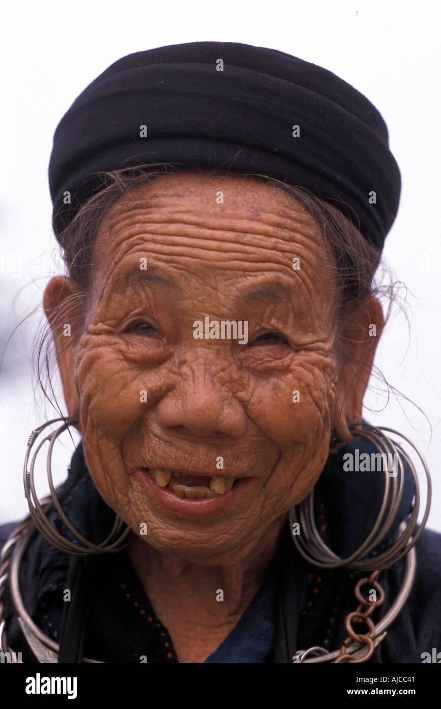 Woman from the Black Dao Dzao hilltribe in distinctive tribal costume Sapa Vietnam - Stock Image