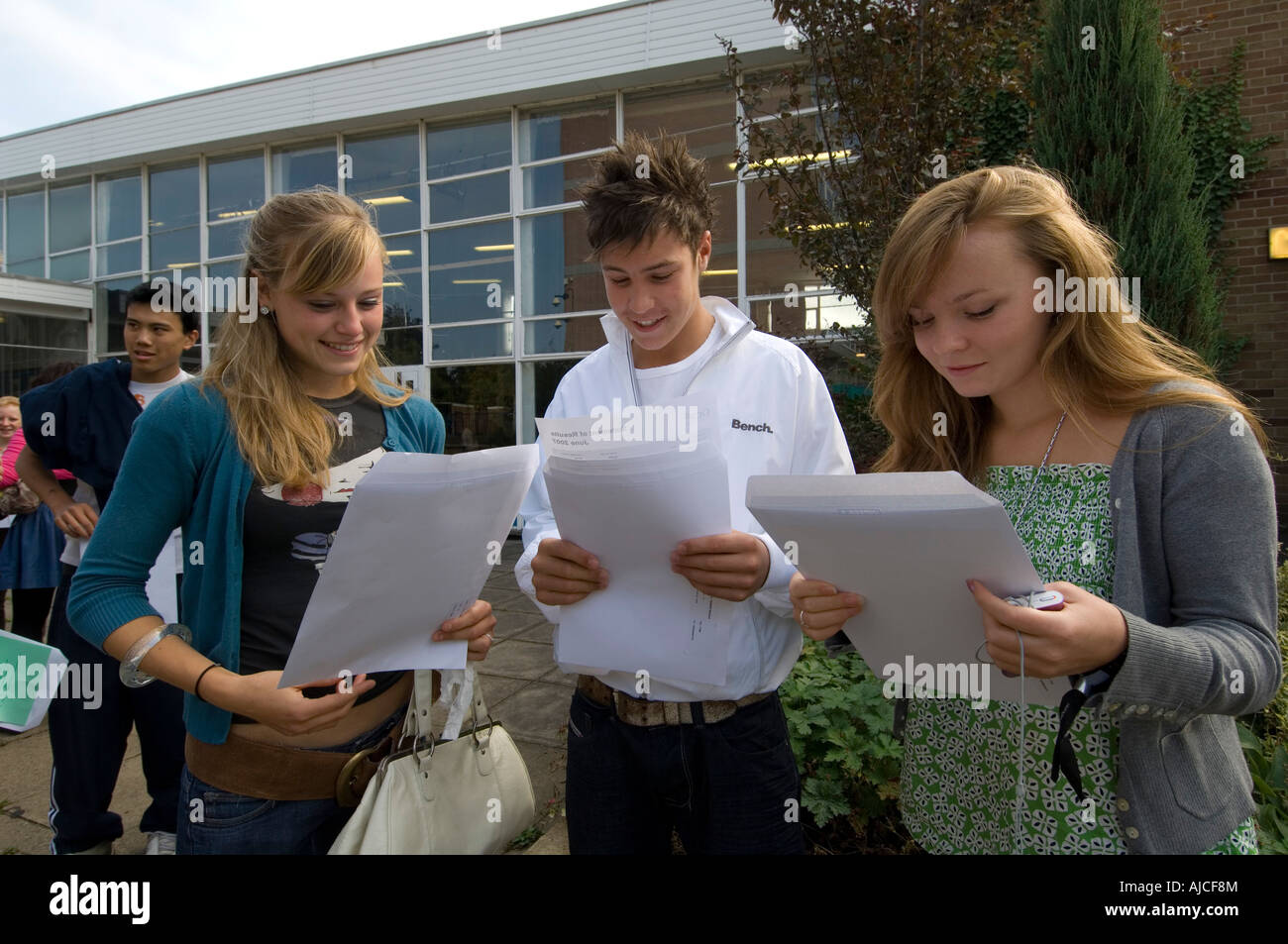 Students at Cherwell school Oxford celebrate their gcse results in 2007 - Stock Image