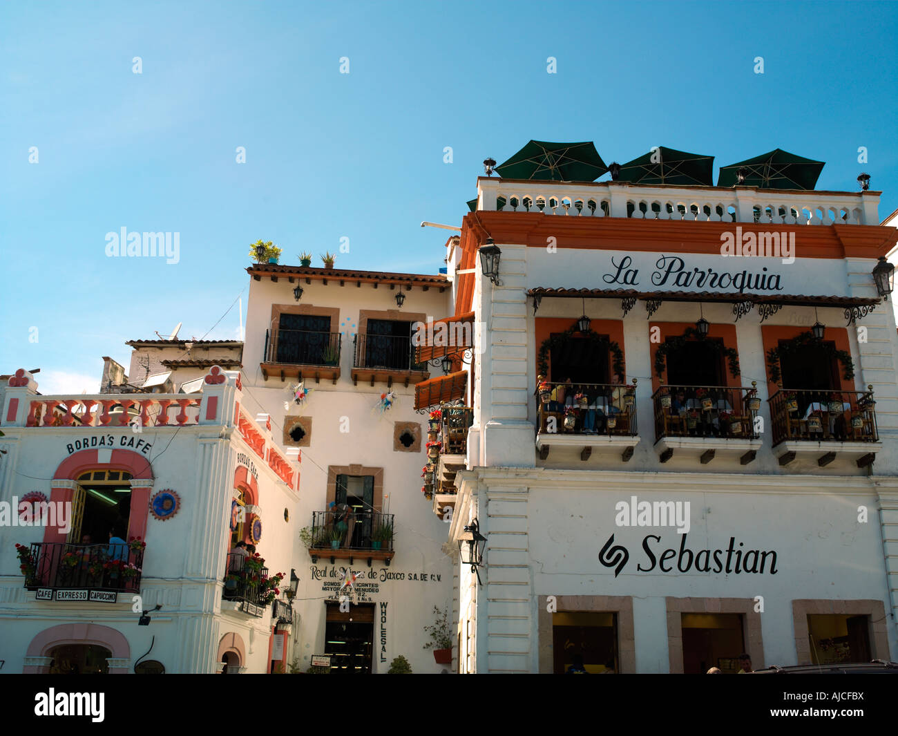 Restaurants and retail outlets surrounding the zocalo in Taxco - Stock Image