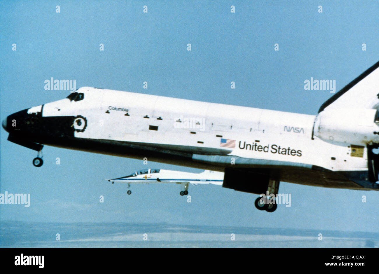 First Shuttle Flight Columbia Landing With Chase Plane - Stock Image