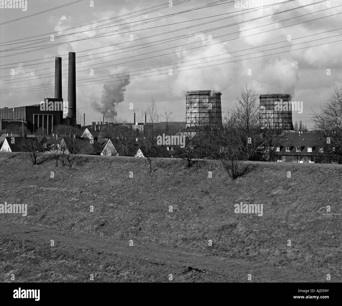 power station behind a settlement at the Emscher River in 1980, Germany, North Rhine-Westphalia, Ruhr Area, Essen - Stock Image