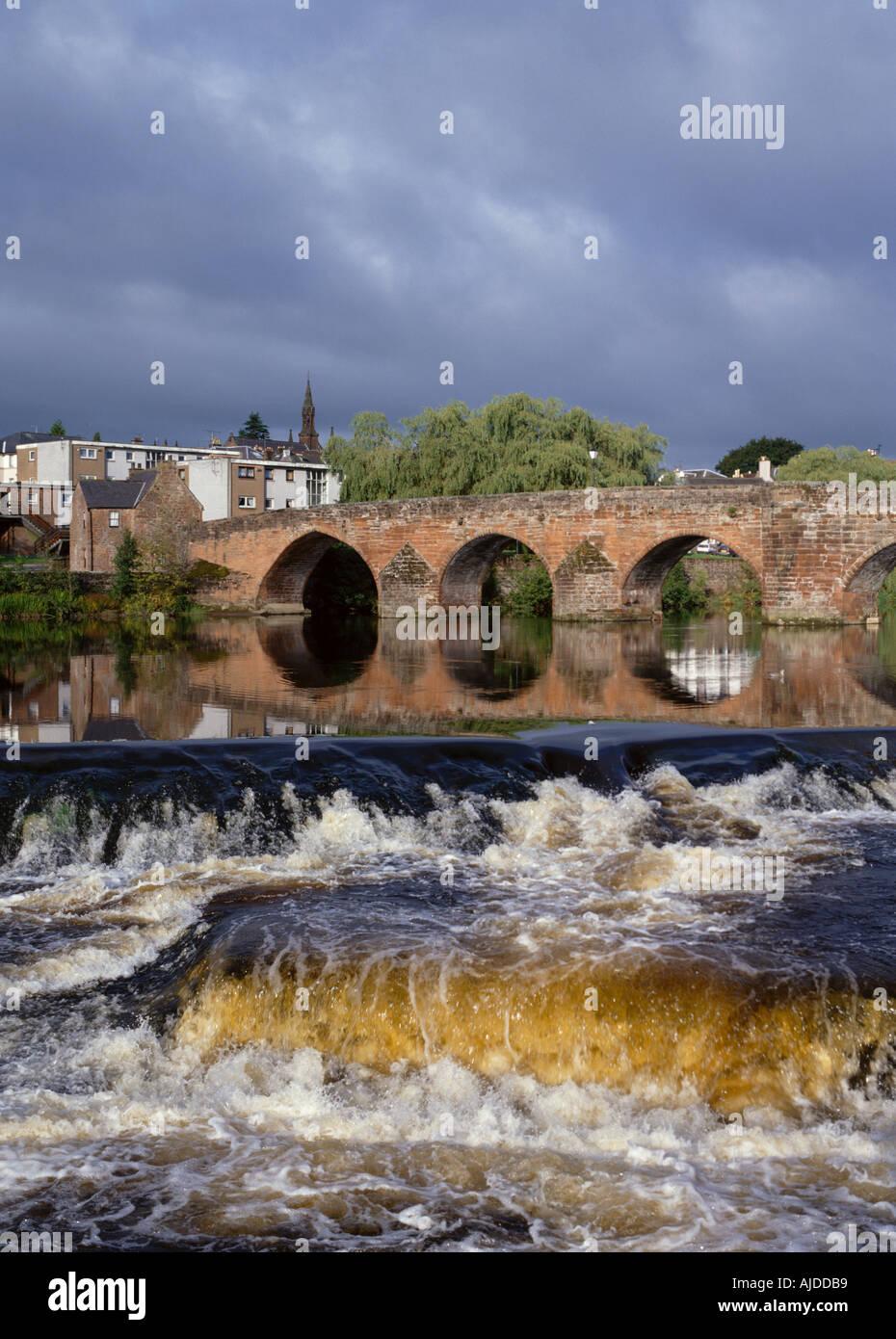 dh Devorgilla bridge DUMFRIES GALLOWAY Multiple stone arch bridge across River Nith Stock Photo