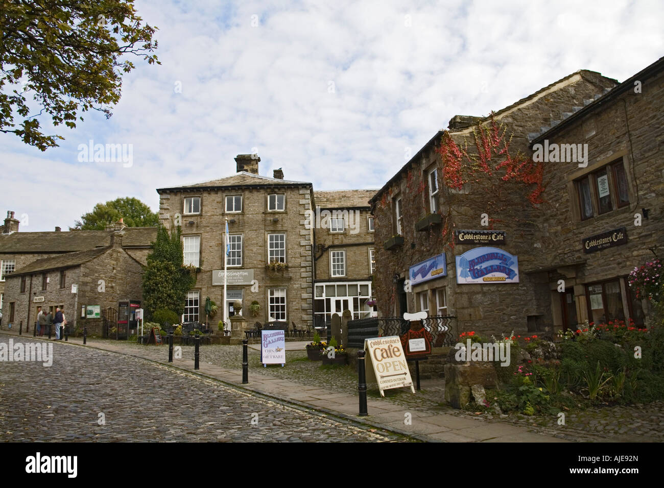GRASSINGTON NORTH YORKSHIRE UK Upper Wharfedale's principle village has kept its charm with the small cobbled market square Stock Photo