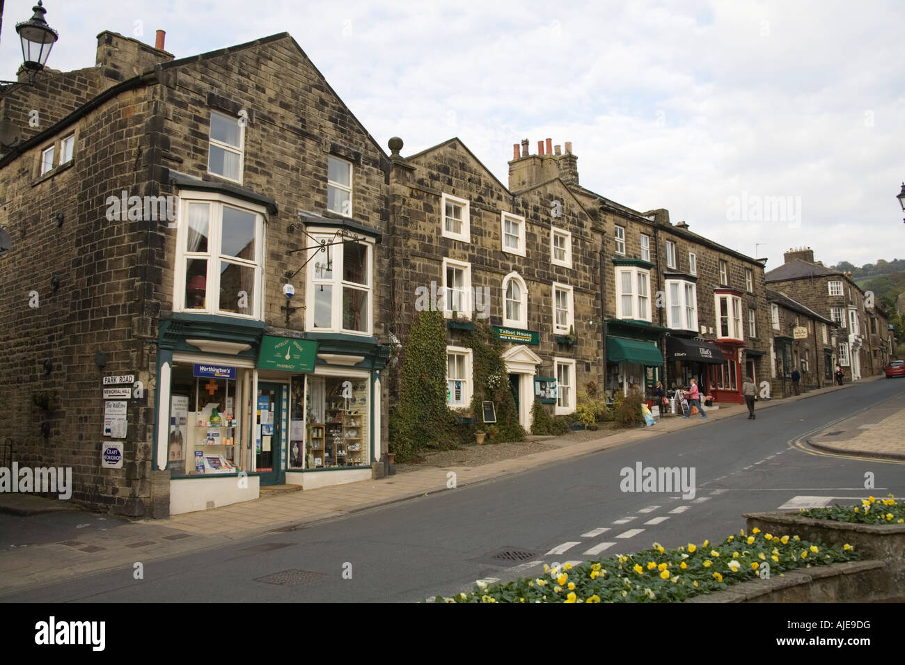 PATELEY BRIDGE NORTH YORKSHIRE UK Main street in one of the prettiest villages in the Dales - Stock Image