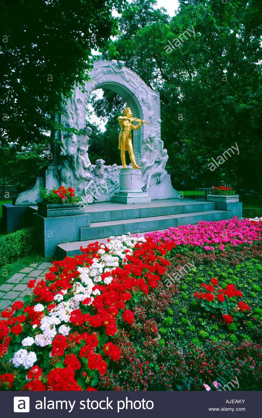 Statue of Johann Strauss Stadt Park City Park Vienna Austria Stock Photo