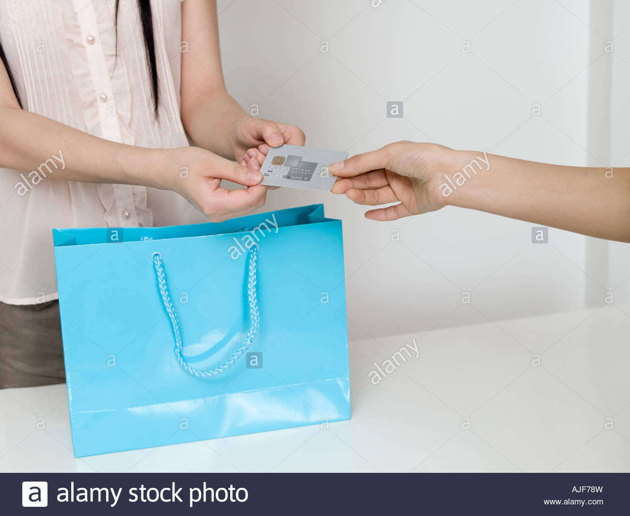 Woman shopping with credit card - Stock Image