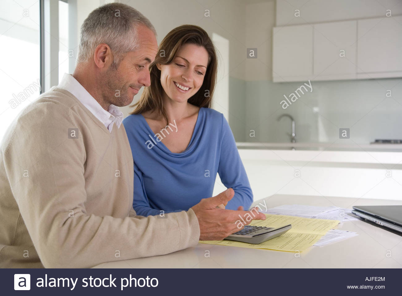 Couple working out bills - Stock Image