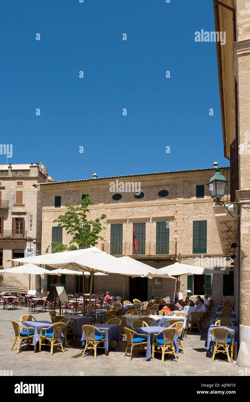 Restaurant in the Plaza Mayor (Main Square) in the old town of Pollensa (Pollenca), North Coast,  Mallorca, Spain - Stock Image