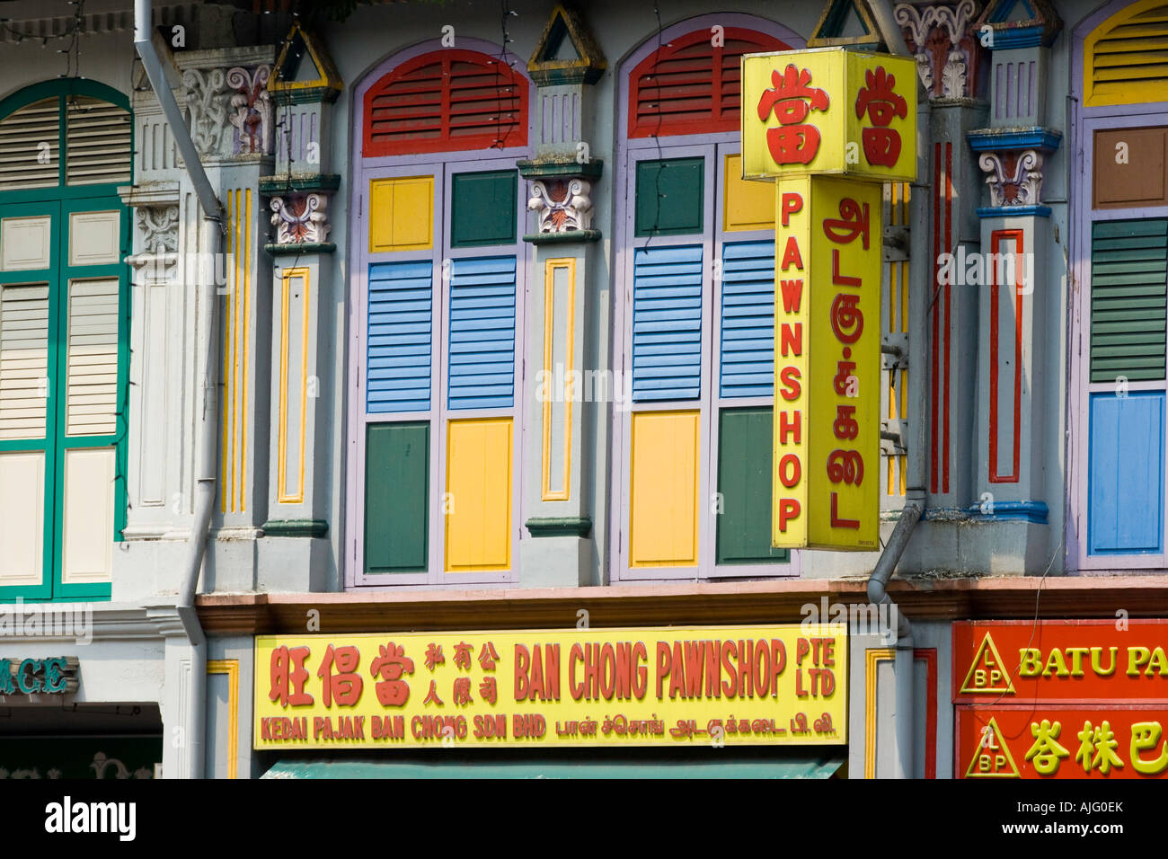 Pan Shop and Old Chinese Shophouse Building Little India Singapore - Stock Image