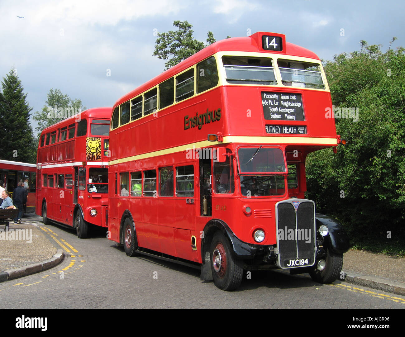 London Preserved RT Bus at Putney The Green Man - Stock Image