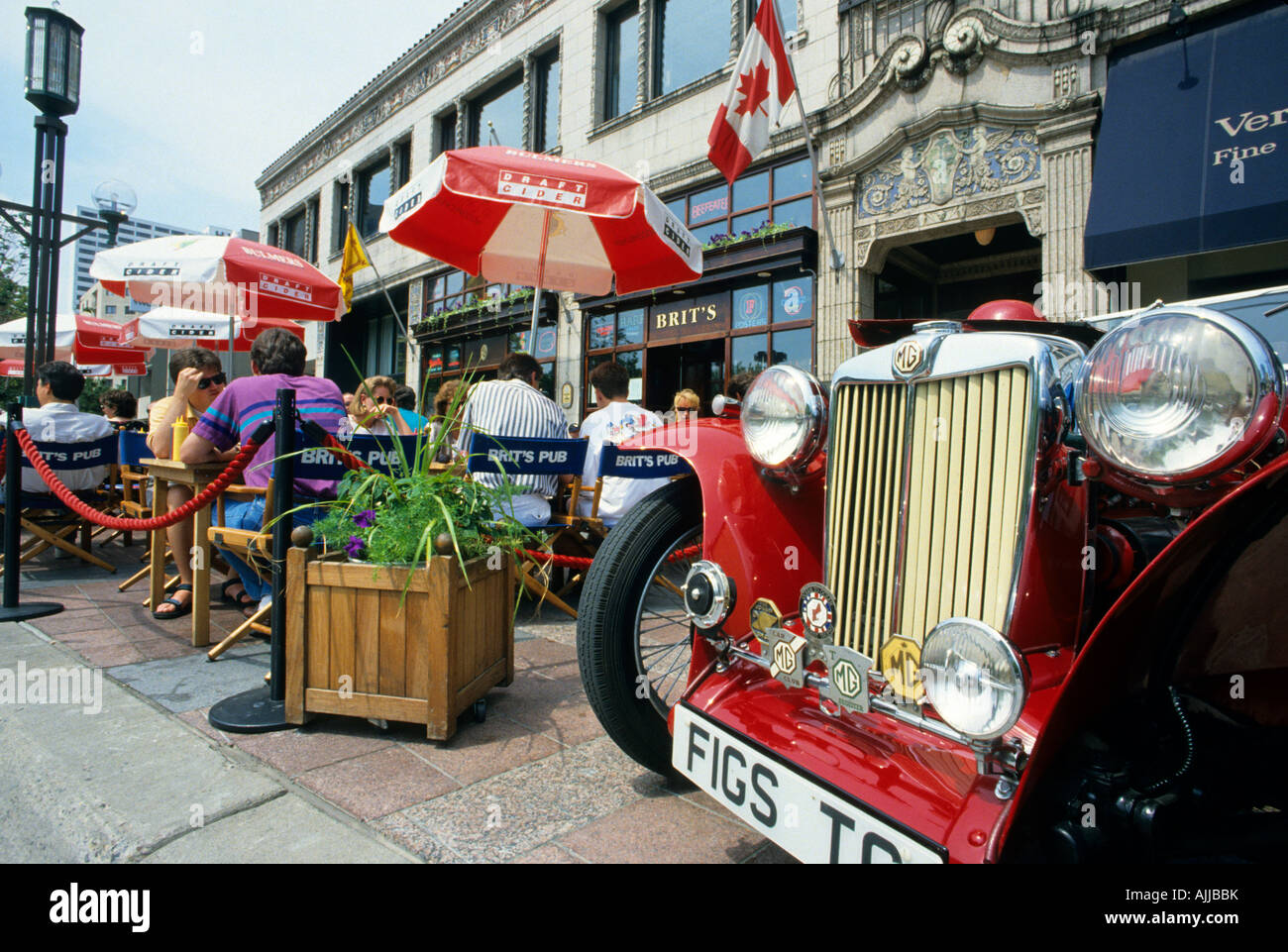 CLASSIC CAR SHOW ON THE NICOLLET MALL IN DOWNTOWN MINNEAPOLIS Stock - Minneapolis car show