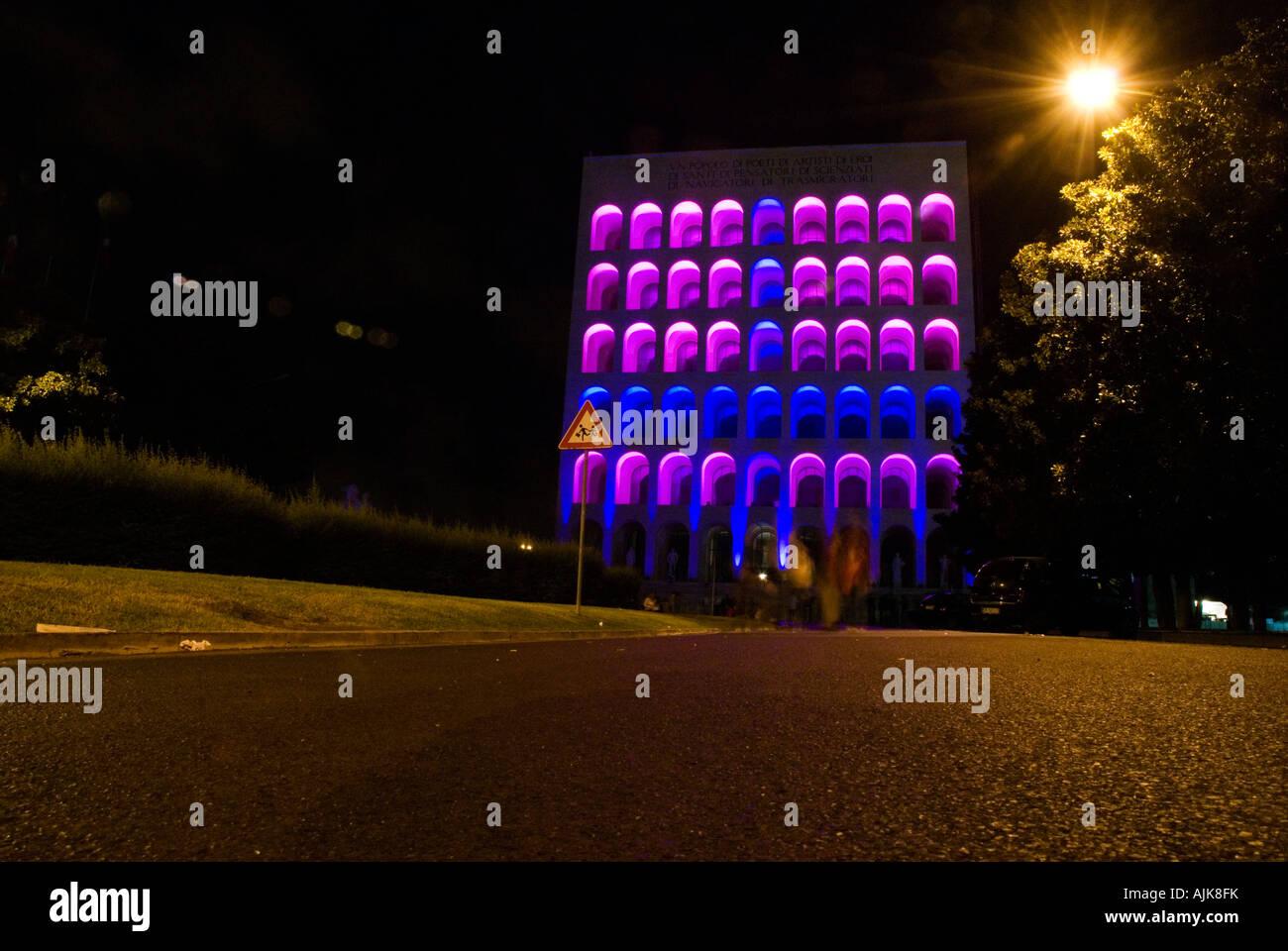 """lights performance on the Palazzo della Civiltà del lavoro in Rome during the """"notte bianca"""" event 2007 Stock Photo"""