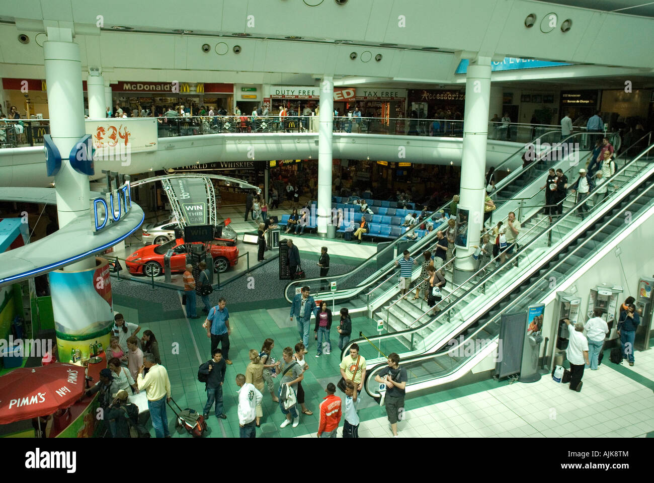 Gatwick South Terminal Shops >> overview of airside shopping concourse Gatwick LGW airport ...