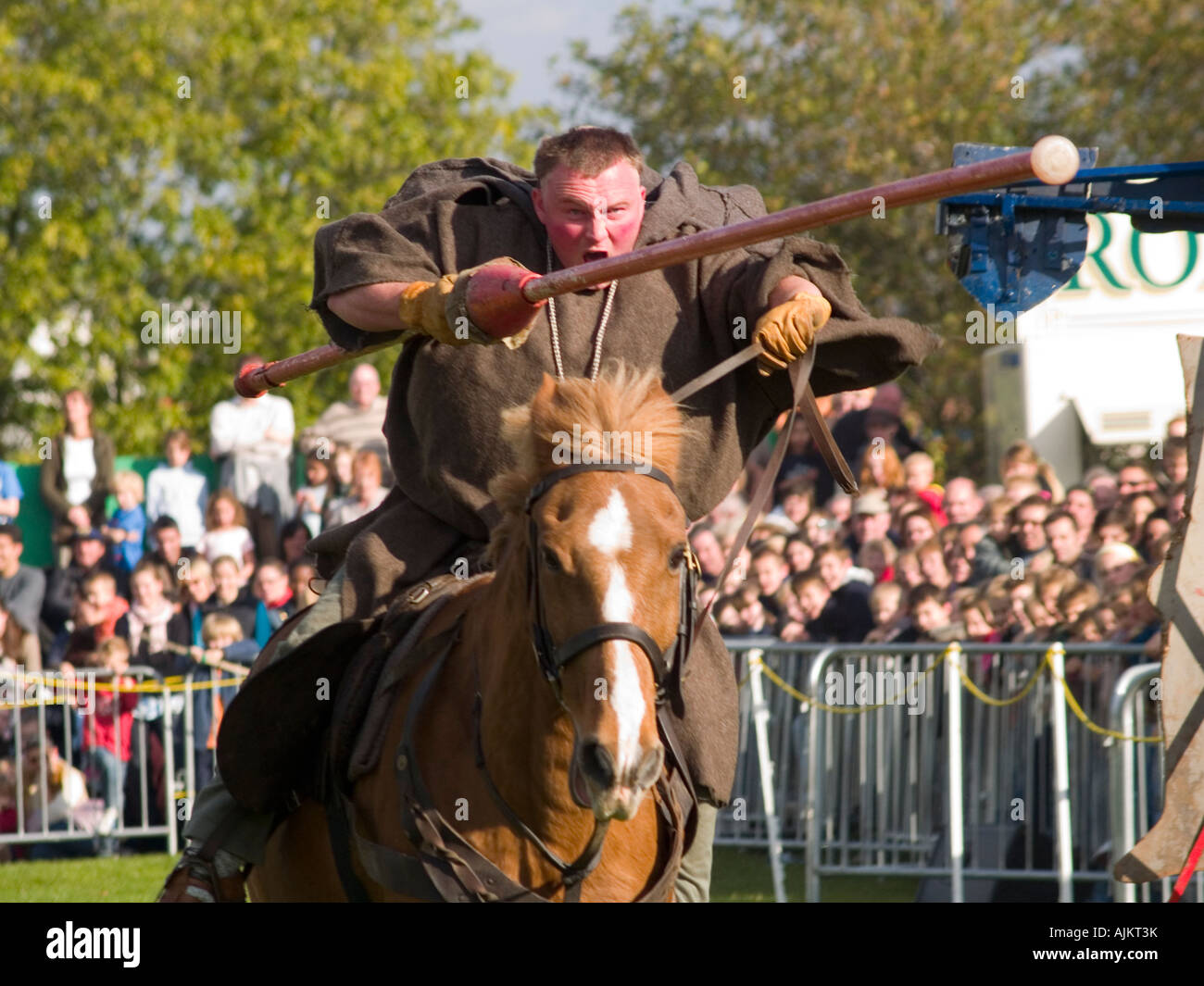 Friar Tuck jousting against the Sheriff of Nottingham during the Robin Hood Pageant at Nottingham Castle 2007 - Stock Image