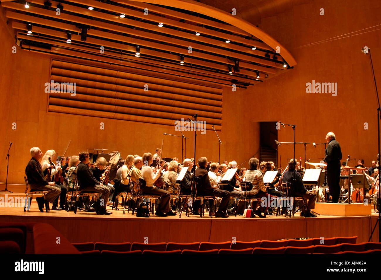 Neeme Järvi and orchestra  - Stock Image