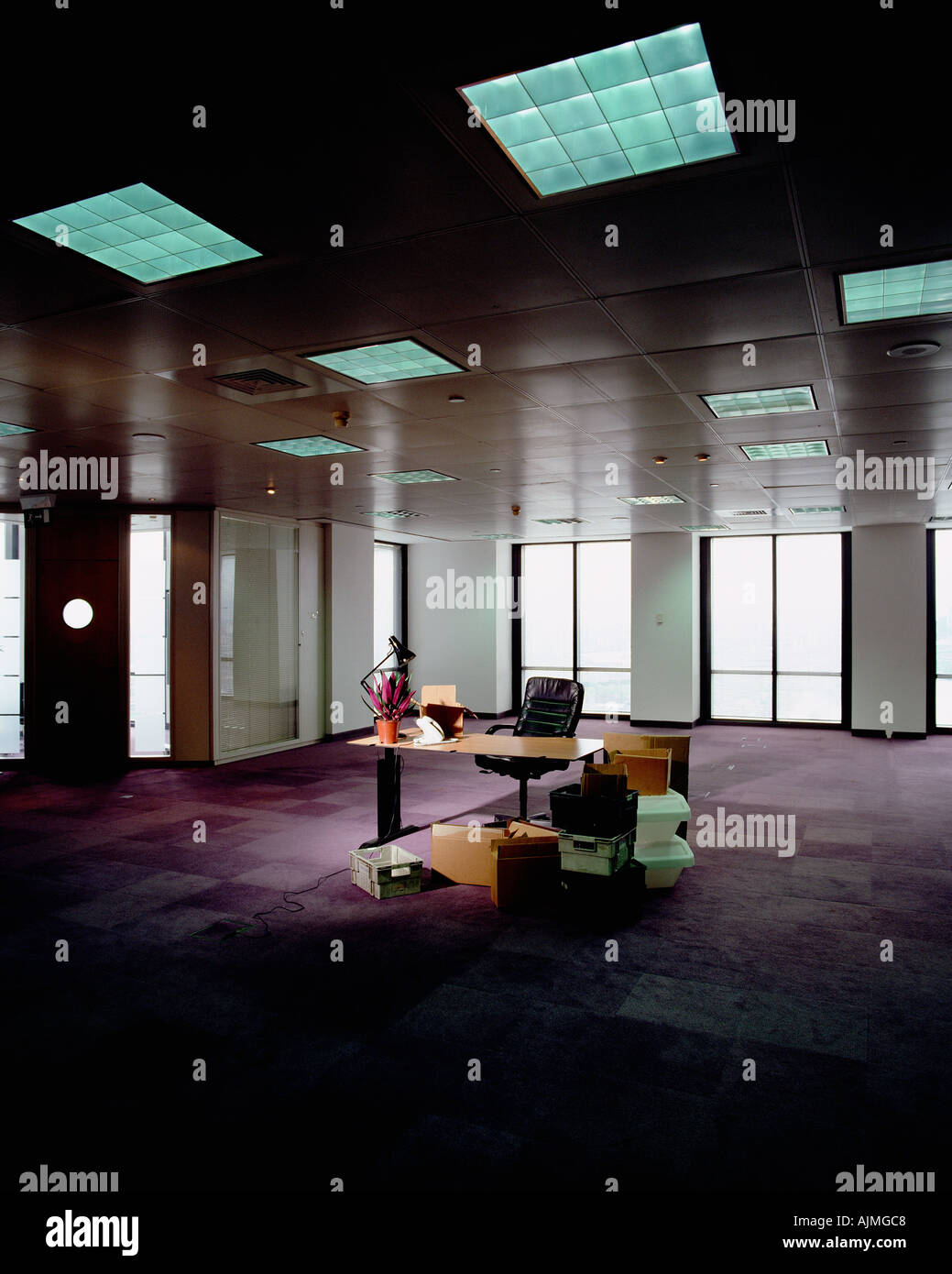 Messy desk in empty office - Stock Image