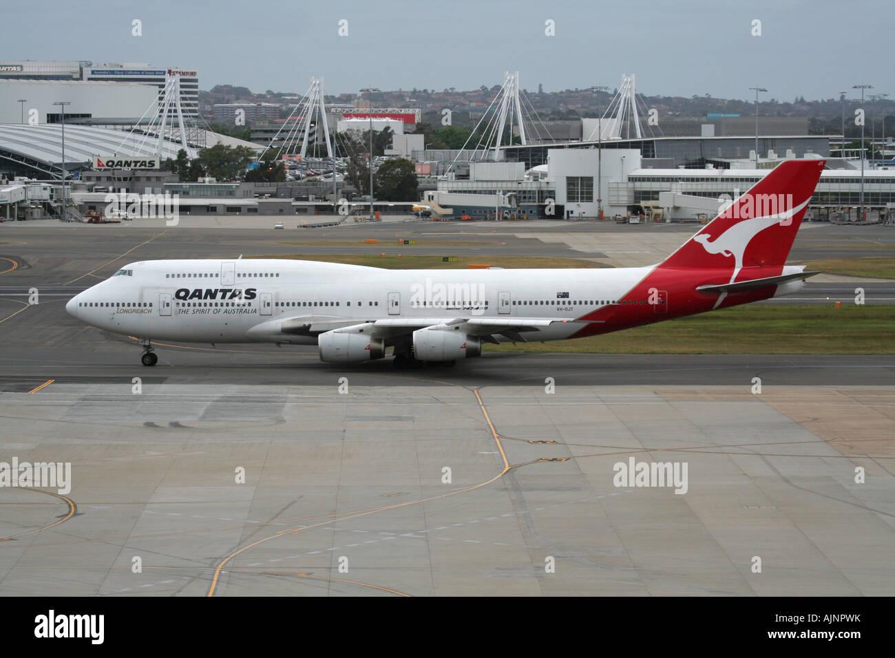 Qantas Boeing 747-400 at Sydney Airport, Australia - Stock Image