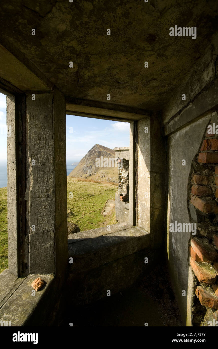 Ruined coastguard station on the summit of Moyteoge Head, Achill Island, County Mayo, Ireland - Stock Image