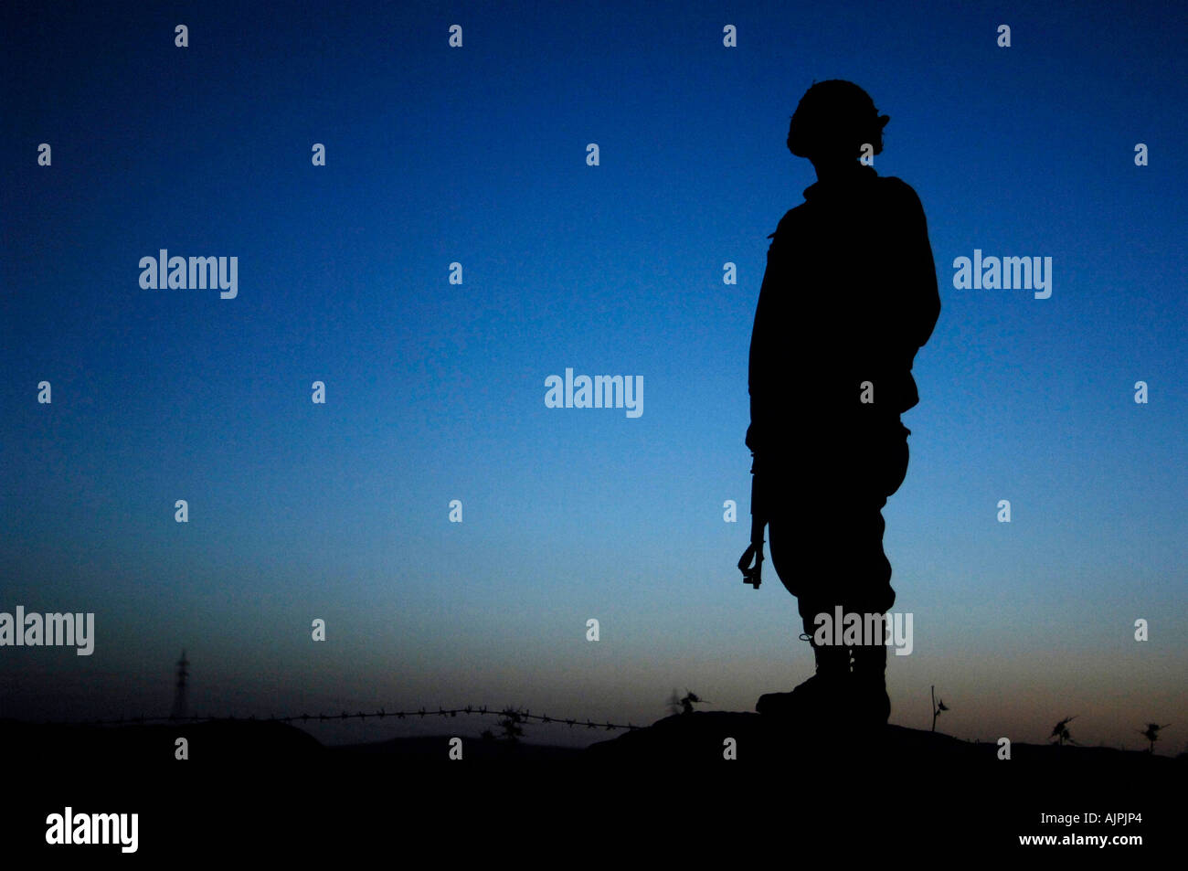 A soldier from the Iraqi army's 1st Brigade provides perimeter security during an operation in Ayn Mana Iraq. Photo:Jacob Bailey - Stock Image