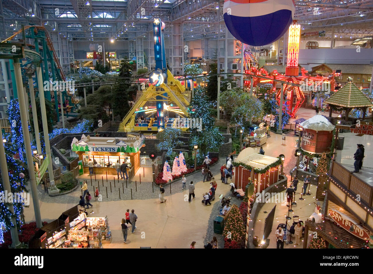minnesota usa minneapolis mall of america pre christmas shopping in the the largest indoor mall in