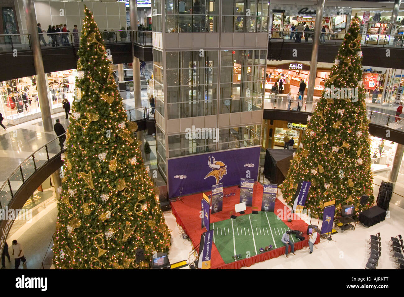 minnesota usa minneapolis mall of america pre christmas shopping in the the largest indoor mall in - Mall Of America Christmas Decorations