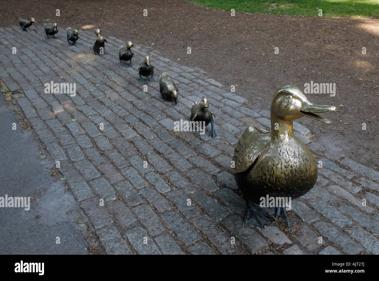Statues of mother duck and her ducklings from th children's book, 'Make Way for Ducklings', in the Boston - Stock Image
