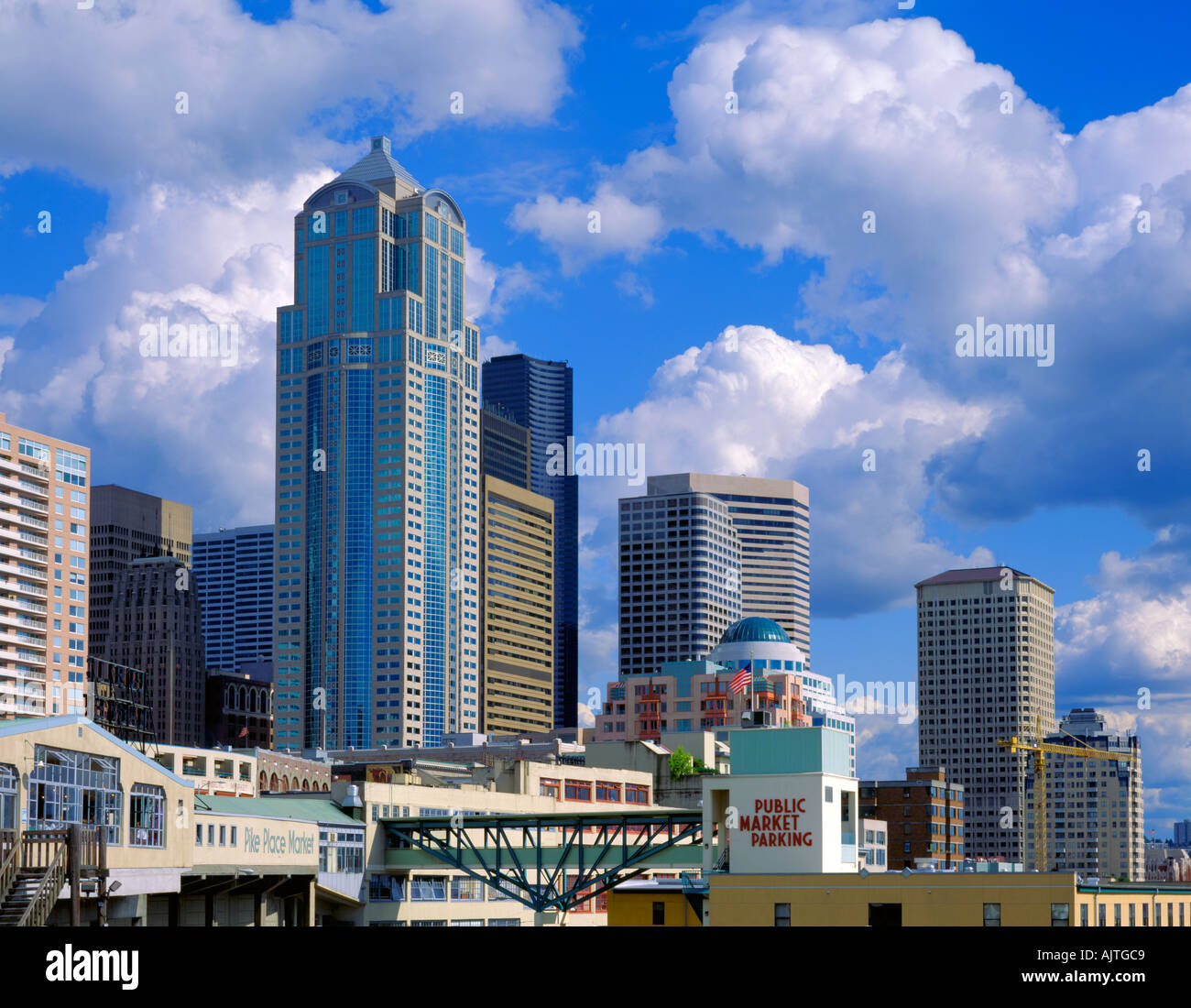 Seattle, WA: City skyline and Pike Place Market from Victor Steinbrueck Park - Stock Image