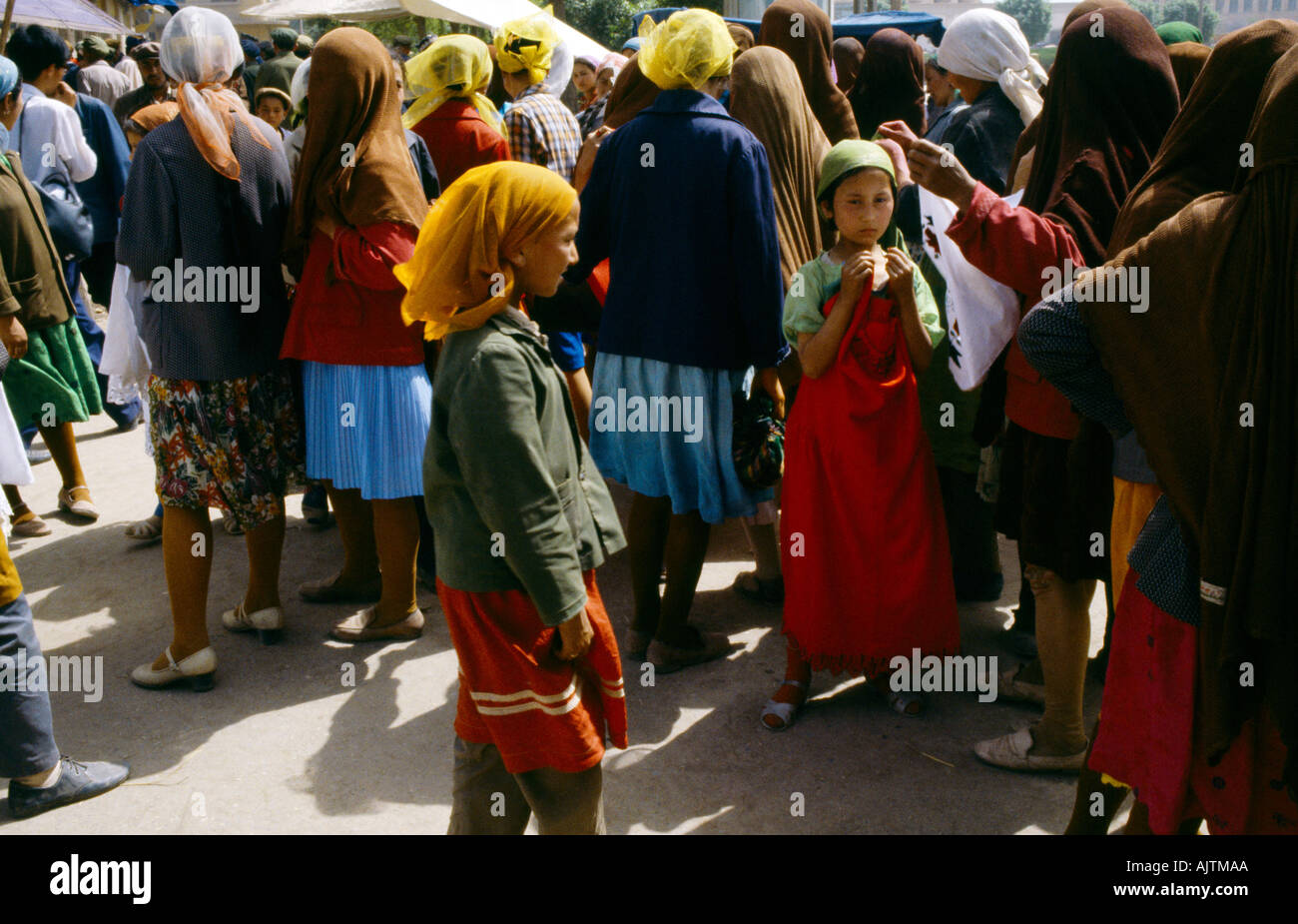 Xinjiag China Kashi Bazaar Women And Children Uygar Muslims - Stock Image