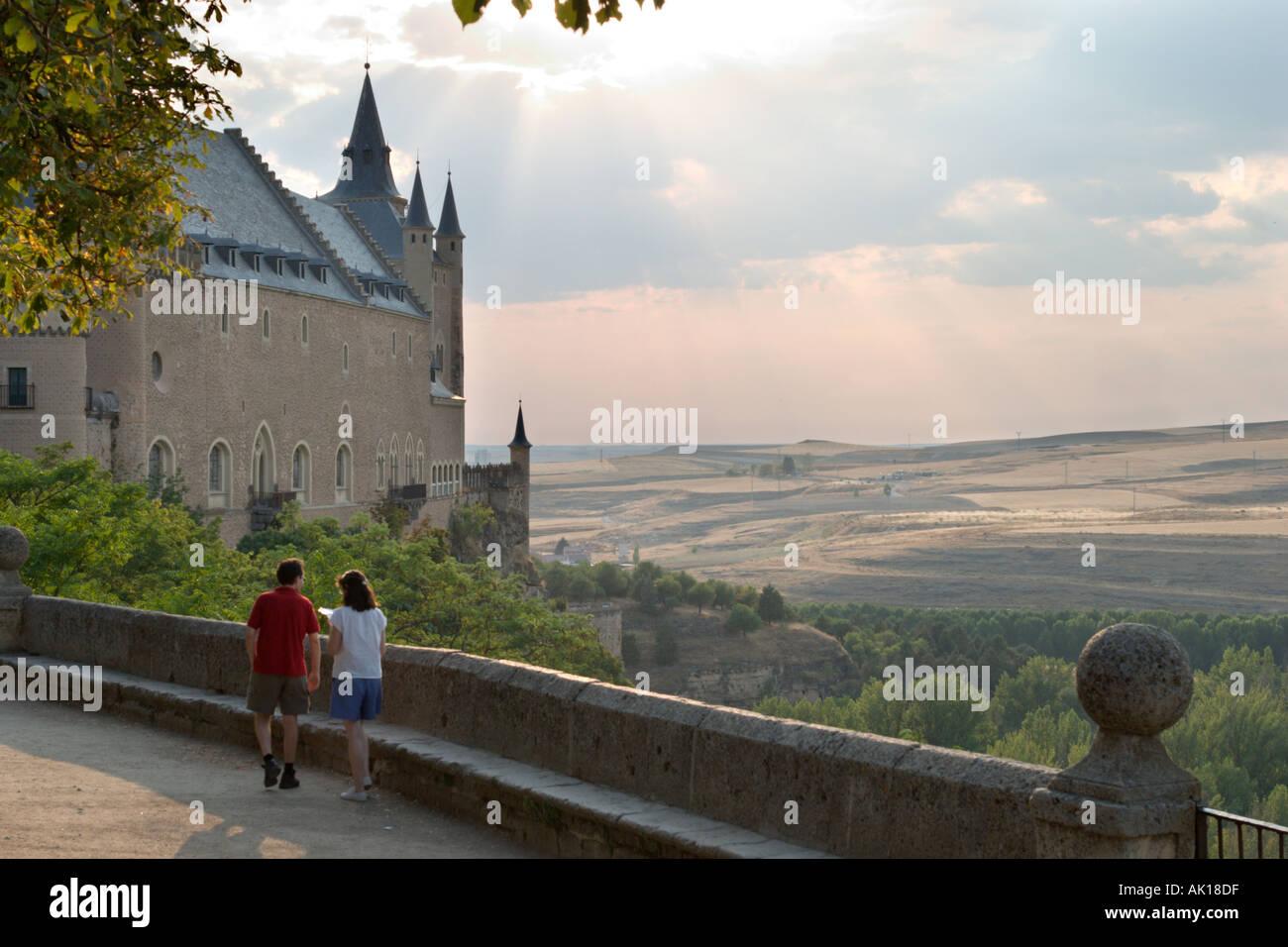 Couple walking towards the Alcazar in the early evening, Segovia, Castilla y Leon, Spain - Stock Image