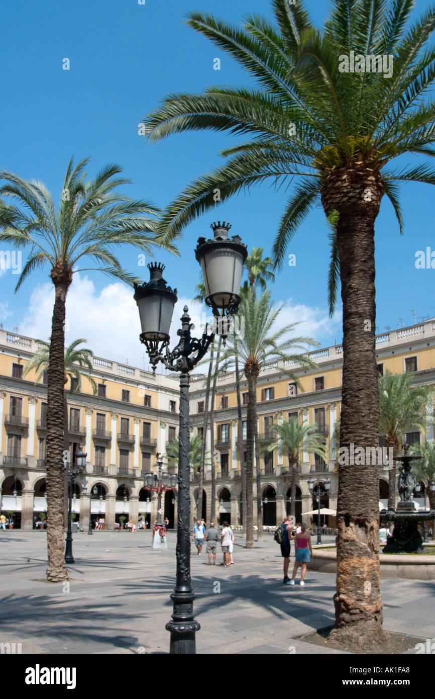 Placa Reial (off Rambla de Caputxins) with its Gaudi lampposts, Barri Gòtic, Barcelona, Catalunya, Spain - Stock Image