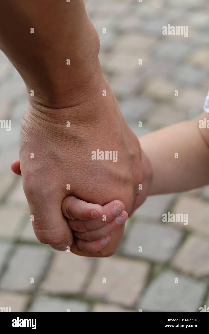 Kleinkind an der Hand Children at hand - Stock Image