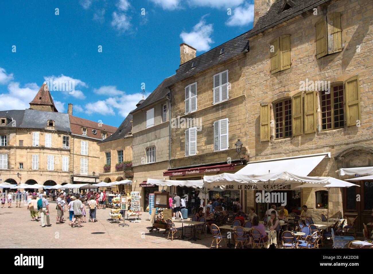 Cafe in the Place de la Liberte in the centre of the Old Town, Sarlat, Perigord Noir, Dordogne, France Stock Photo
