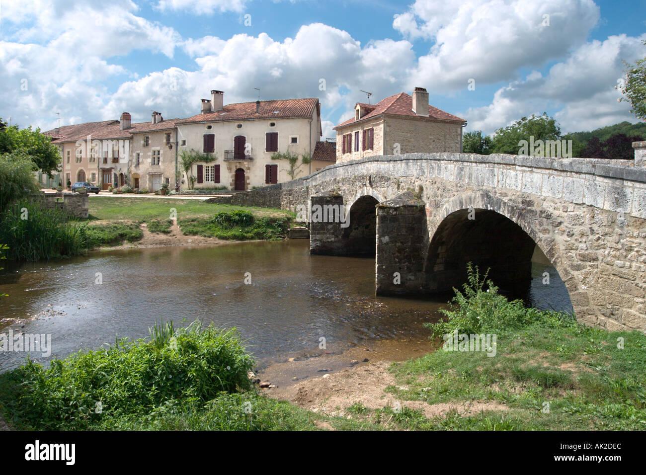 Bridge over the river in St Jean de Cole, Dordogne, France - Stock Image