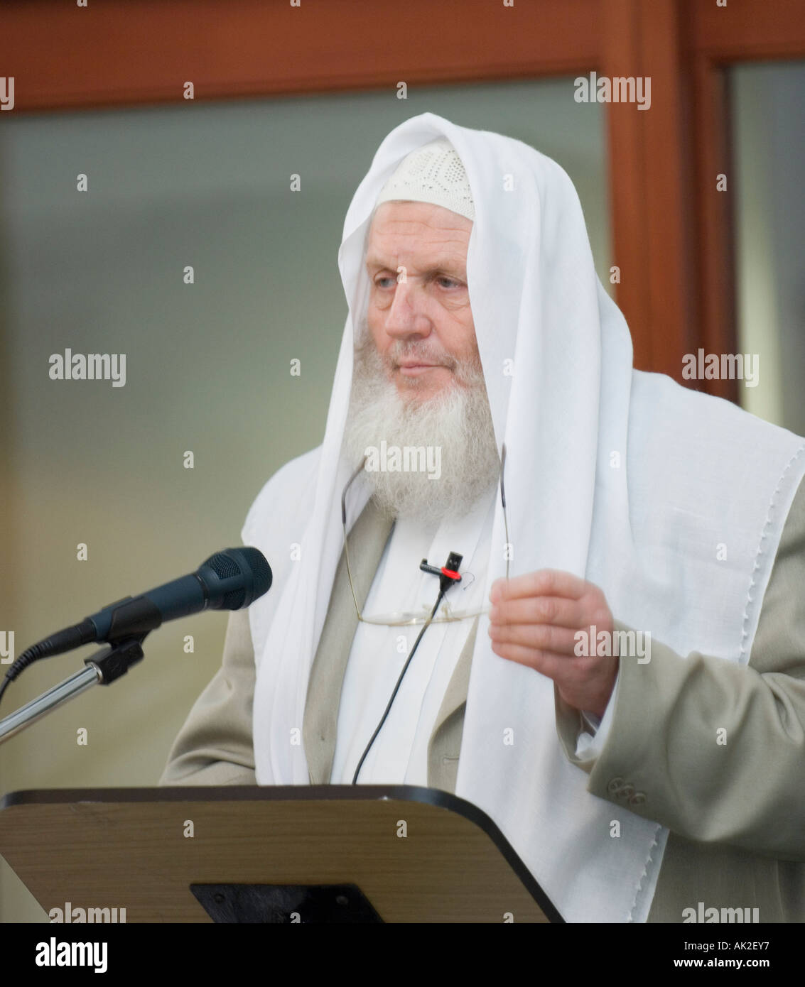 Yusuf Estes speaking at conference - Stock Image
