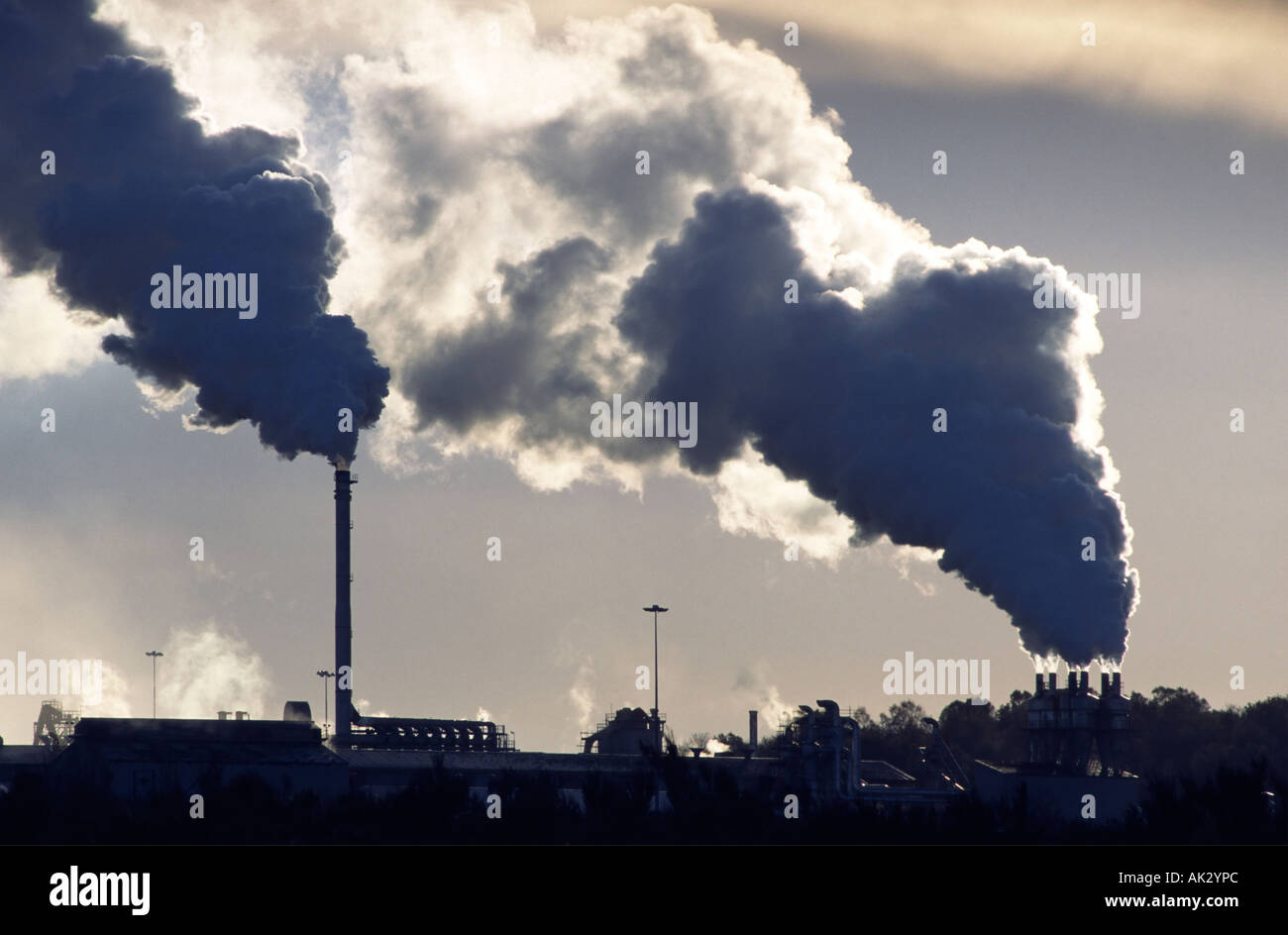 Air pollution. The cement works at Cowie, near Stirling, Scotland, UK - Stock Image