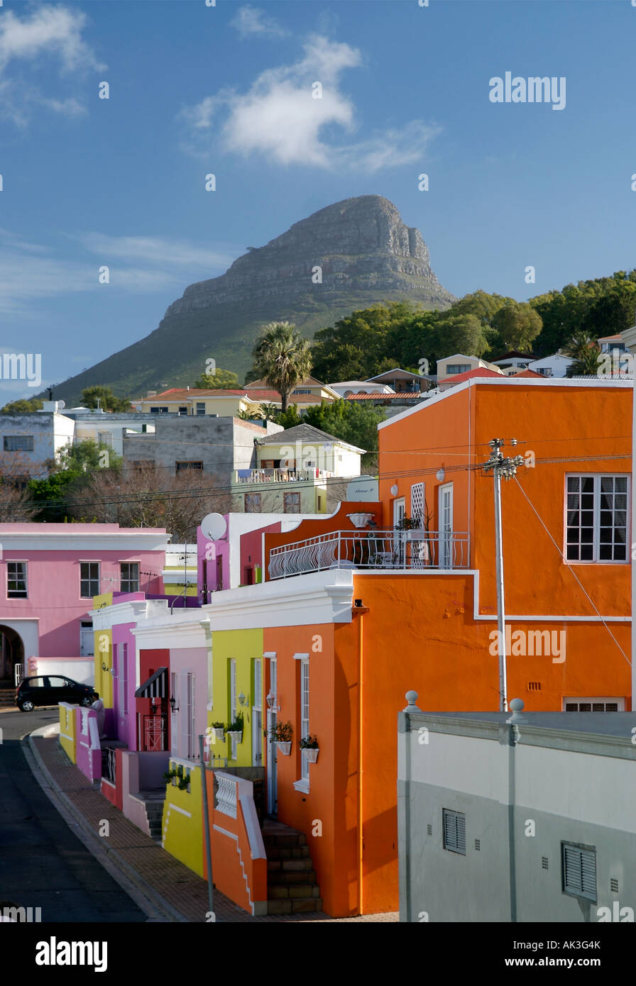 Colourful houses in the Bo-Kaap Quarter in Cape Town with view to Lion's head - Stock Image