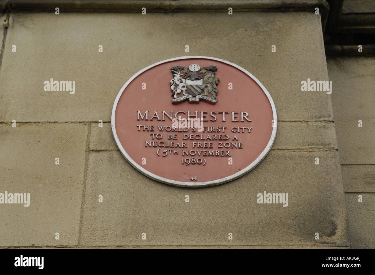 red plaque politics history manchester the world's first city to be ddeclared a nuclear free zone 5th November - Stock Image