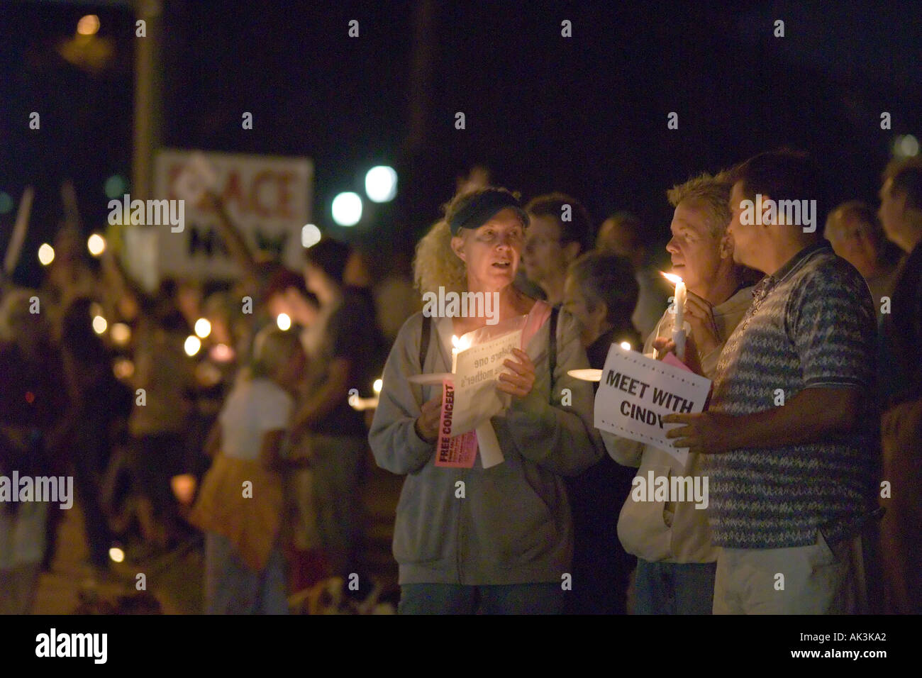Opponents to the U S war in Iraq gather in Laguna Beach California USA on August 17 2005 Stock Photo