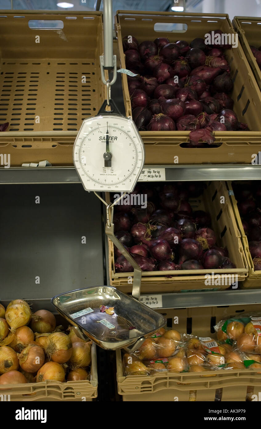 Scales for weighing fresh produce in a supermarket - Stock Image