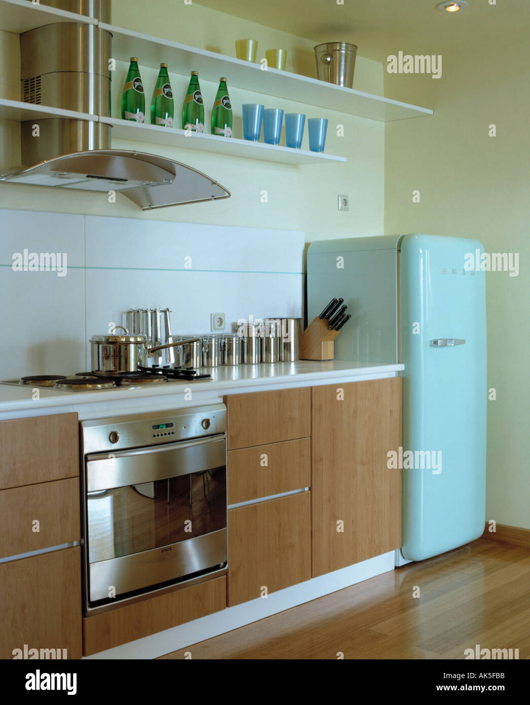 Kitchen Extractor Fans Stock Photos & Kitchen Extractor Fans Stock ...